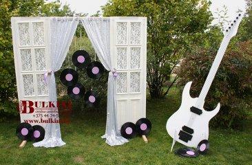 dekorirovannye-dveri-bolshaya-gitara